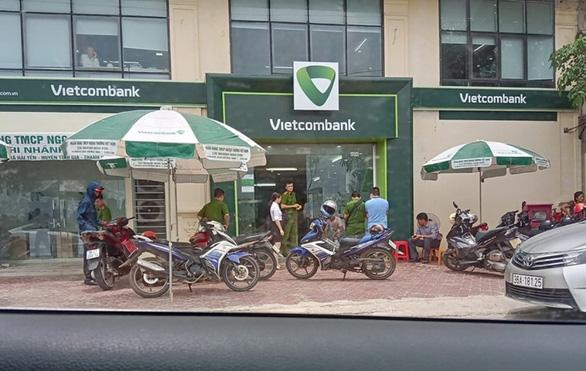 Nổ súng bắn bảo vệ để cướp ngân hàng