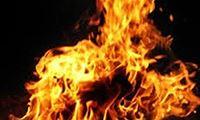 Cãi nhau vì con khóc nhiều, chồng đổ xăng đốt vợ