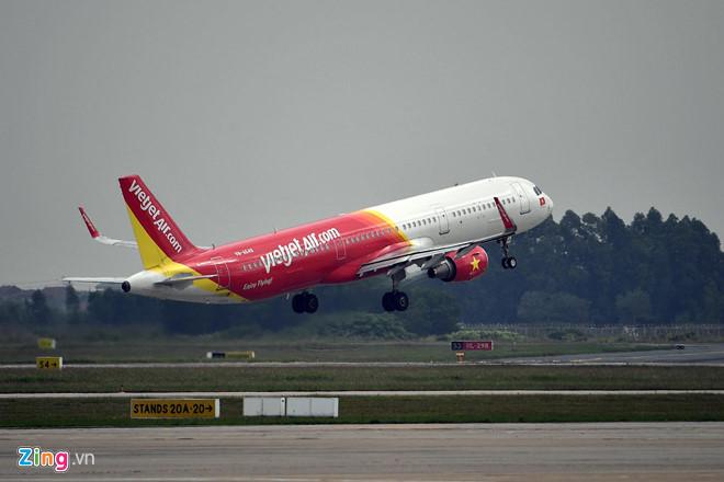 Bị phạt 8,5 triệu vì sờ đùi phụ nữ trên máy bay VietJet