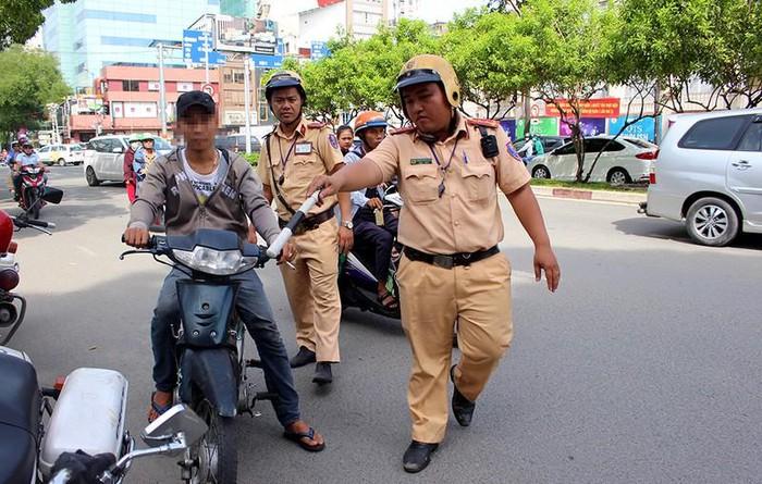 Từ 5/8, cảnh sát chỉ dừng xe trong 4 trường hợp