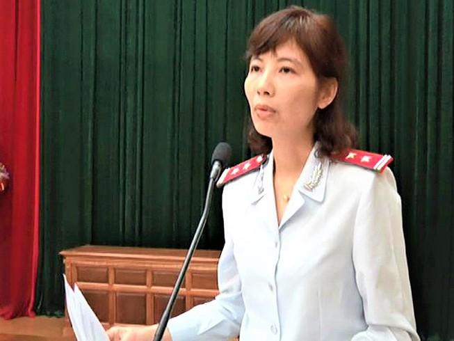 Phân tích việc đổi tội danh nữ trưởng đoàn thanh tra