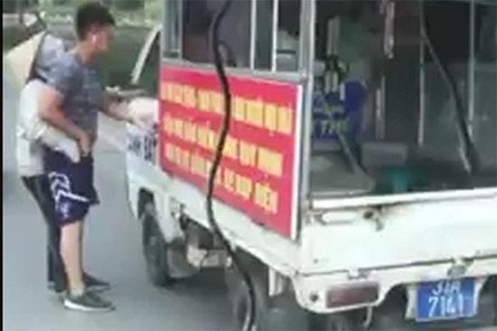 Cảnh cáo Trung úy mặc quần soóc, áo phông đi xử lý người bán hàng rong