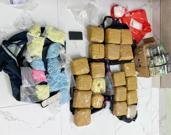 15 người bị bắt khi mang hơn 100 kg ma tuý vào TP HCM