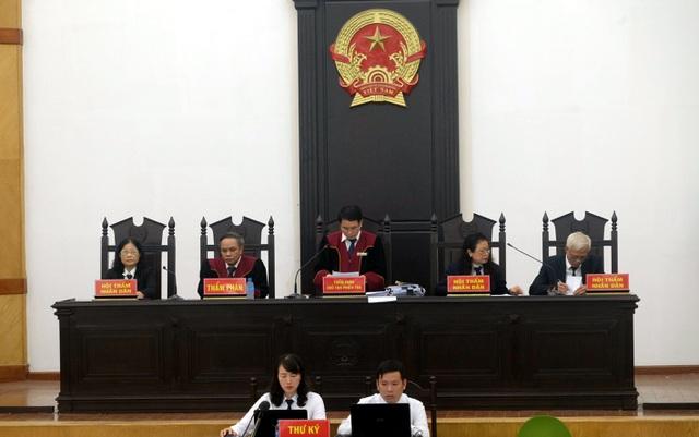 """Đại án BIDV: Hai Phó Tổng Giám đốc """"chia nhau"""" hơn 14 năm tù"""