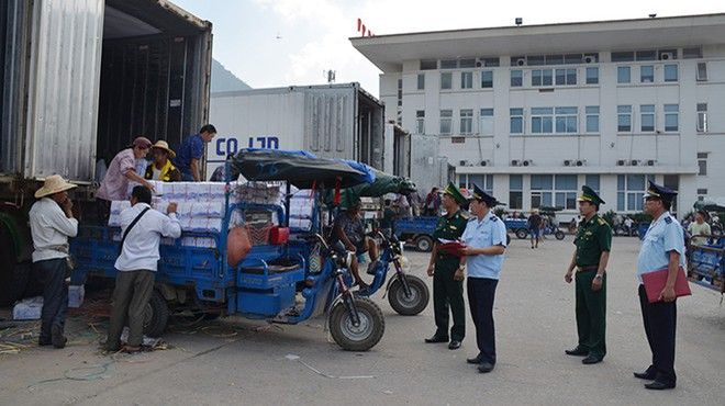Tạm đình chỉ công tác 6 cán bộ Hải quan Quảng Ninh