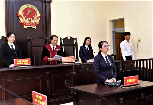 Những vướng mắc trong quy định tạm ngừng phiên tòa hình sự
