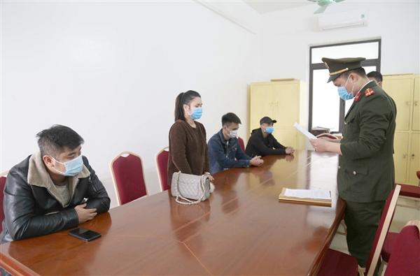 Phạt 100 triệu đồng 4 người trốn chốt kiểm dịch COVID-19 ở Quảng Ninh