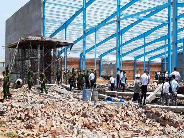 Vụ sập tường làm 7 người chết: 7 bị cáo đều hưởng án treo