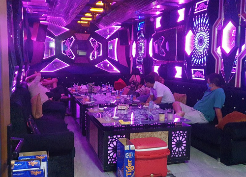 Chủ tịch TP.HCM yêu cầu rút giấy phép nhà hàng cho hát karaoke