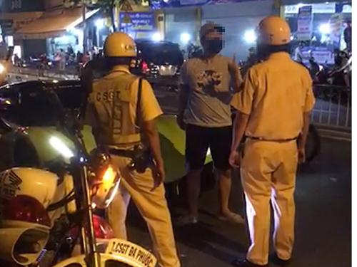 Tài xế siêu xe ở Sài Gòn bị khởi tố