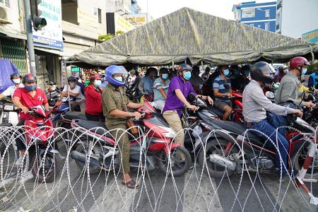 Sở Y tế TP.HCM đề xuất giãn cách xã hội toàn thành phố thêm 14 ngày