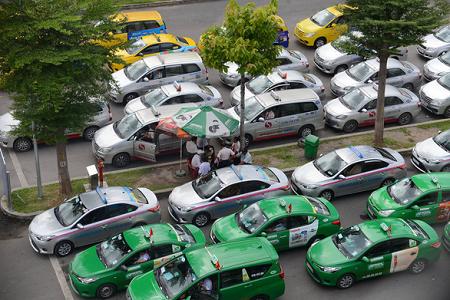 TP.HCM cho phép 400 xe taxi hoạt động để chở dân đến bệnh viện