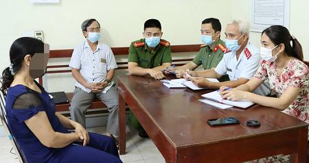 Bị phạt vì tung tin 'niệm pháp luân công chữa khỏi Covid-19'