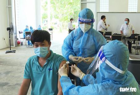 Cách chức giám đốc Trung tâm Y tế thành phố Trà Vinh vì tiêm vắc xin sai quy định