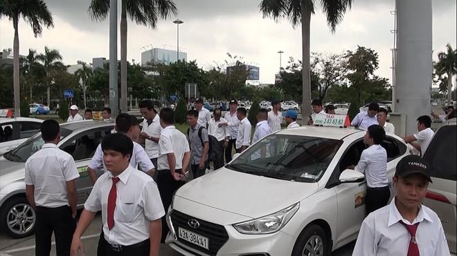 Sau TP.HCM, đến lượt taxi Đà Nẵng sẽ kiện Grab