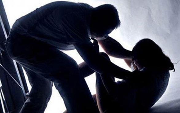Bắt khẩn cấp nghi phạm hiếp dâm con ruột