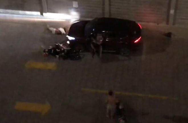 Sau mâu thuẫn, một người lái ô tô chủ động tông thẳng vào hai vợ chồng già