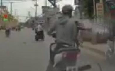 Nhóm cướp giật xịt hơi cay tấn công người đi đường để tẩu thoát