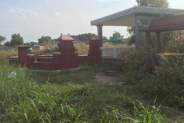 Công an TPHCM tìm nhân thân người phụ nữ bị đốt xác ở nghĩa địa