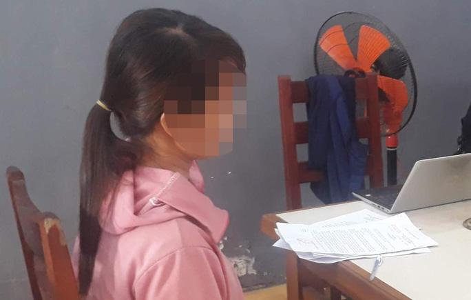 Lừa tiền và bỏ mặc người tình sinh con gái, trung úy công an bị giáng cấp