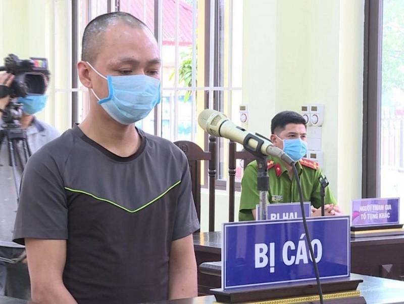 18 tháng tù vì chống đối, 'ăn vạ' ở chốt kiểm dịch COVID-19