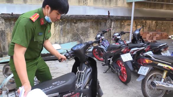 Khởi tố nhóm giả danh công an Bình Dương để cướp xe máy