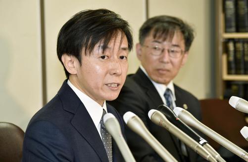 Người Nhật kiện chính phủ, phản đối luật vợ chồng phải chung họ